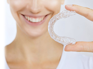 Invisible braces dentist and clear correct braces in commerce